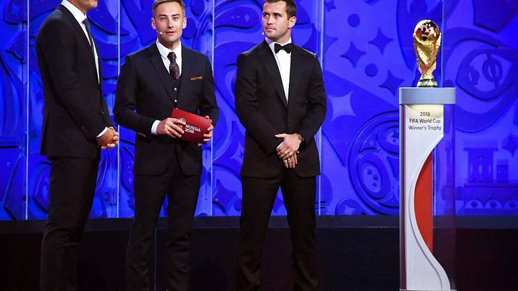 Alexander Kerschakow (ganz rechts) im vergangenen Juli in Moskau bei der Auslosung der WM-Qualifikations-Gruppen für die WM-Endrunde 2018 in Russland