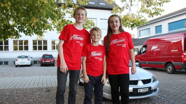 Drei der mitwirkenden 67 Kinder (v. l.): Silvan und Nils Zechner sowie Danja Rhyn.