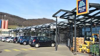 Wer bei Aldi Suisse arbeitet, kann sich kommendes Jahr unter Umständen über einen höheren Lohn freuen.