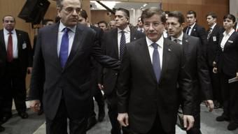 Antonis Samaras (l.) mit türkischem Amtskollegen Ahmet Davutoglu