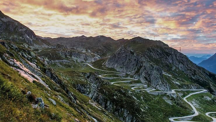 Die Alpen sollen an der nächsten Schweizer Landesausstellung in den Brennpunkt rücken. Muntagna soll die Ausstellung heissen. Im Bild der Gotthardpass mit der alten Passstrasse, Tremola genannt.