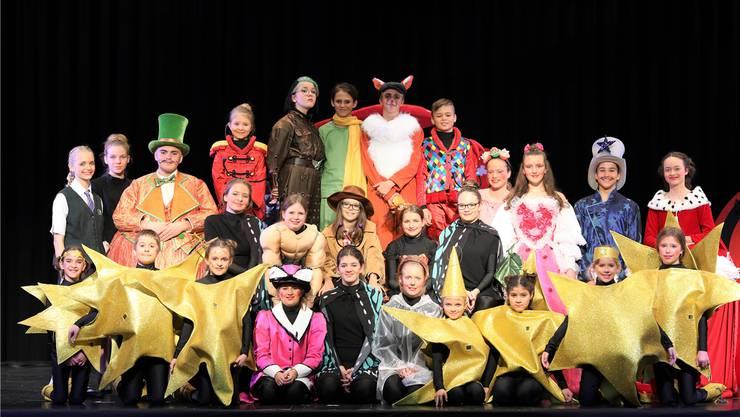 Bunte und engagierte Truppe: Das Jugendtheater Widen bringt den «Kleinen Prinzen» auf die Bühne.