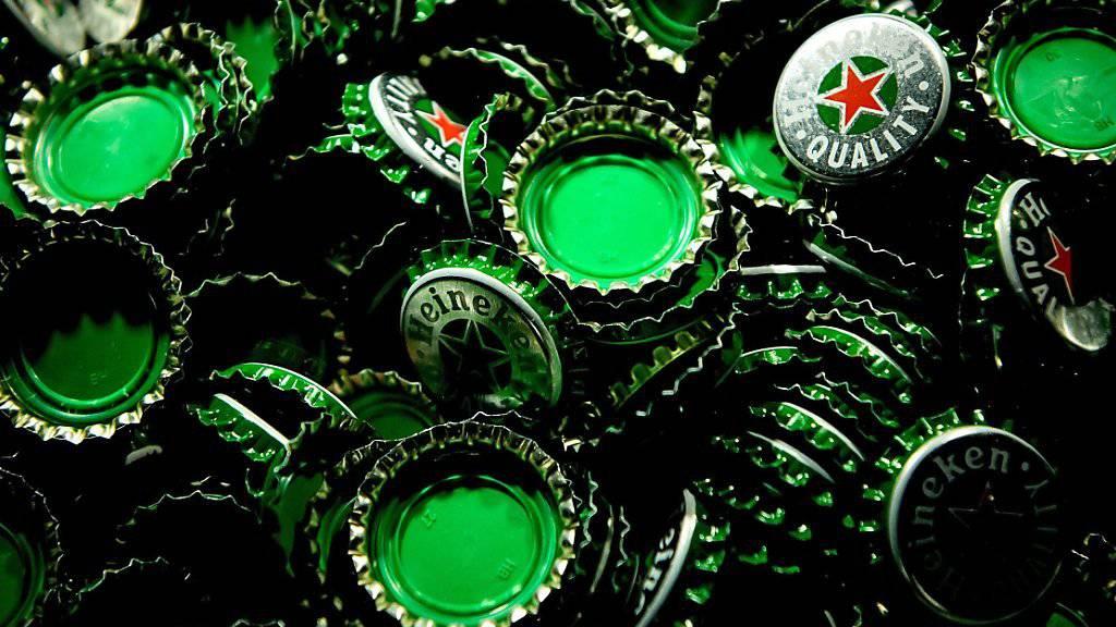 Mehr Umsatz und tiefere Abschreibungen verhalten Heineken zu mehr Gewinn. (Archiv)