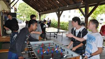 Jugendarbeiter Thomas Hunziker (hinten links) sah beim Turnier zum Rechten.