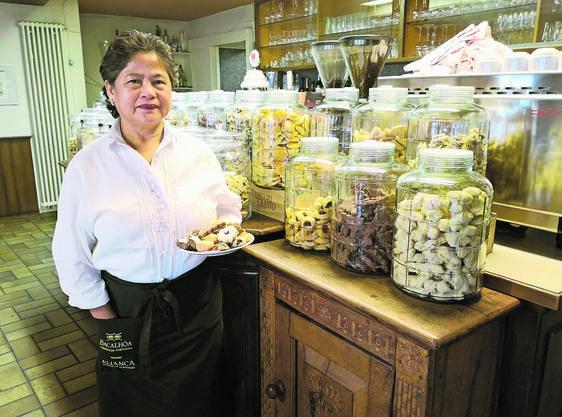 Der Stolz von Erlinda Cleton: Das Chrömli-Buffet, das sie jeweils im Dezember in der Gaststube aufbaut.