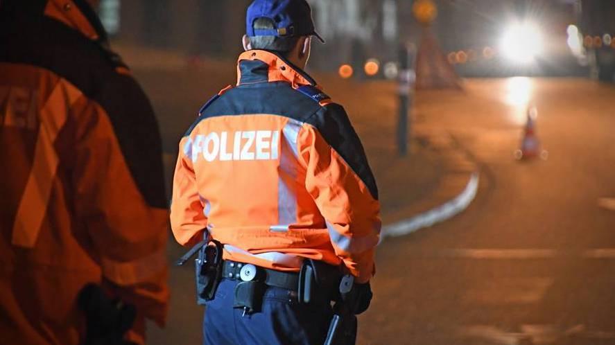 Aus Strafanstalt geflohen: Polizei kann Flüchtigen beim Joint-Drehen schnappen