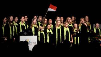 Nachdem in der Rythalle auf das Jubiläumsjahr angestossen worden war, stand der Mädchenchor im Rahmen des diesjährigen Neujahrskonzertes im Konzertsaal auf der Bühne.