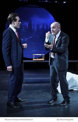 Szene aus dem Stück «Gegen die Demokratie/Gegen die Liebe», das im Frühling 2014 aufgeführt wurde.