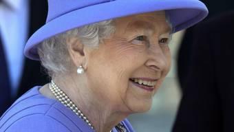 Königin Elizabeth hat offensichtlich Freude an ihrer eigenen U-Bahn-Lini.