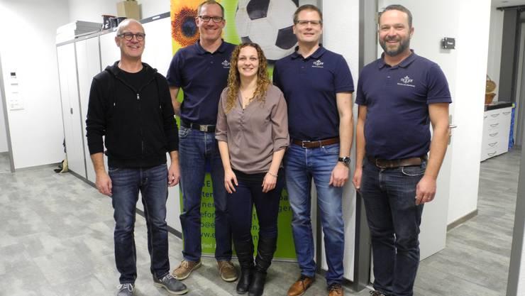 Egger-Team: von links Samuel Kreienbühl (Inhaber), Thomas Lüthi (Geschäftsführer olten) Sarah Kreienbühl (Büro), Martin Tschopp (Geschäftsführer Bellach) , Martin von Wartburg (Verantwortlicher Sportplatzbau).