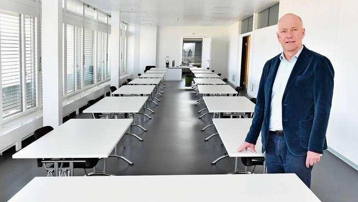 In diesem Zimmer im zehnten Stock des Stadthauses finden neu die Stadtratssitzungen statt, um den Mindestabstand von zwei Metern einhalten zu können.