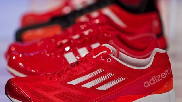 Schuhe des Sportartikelherstellers Adidas (Archiv)