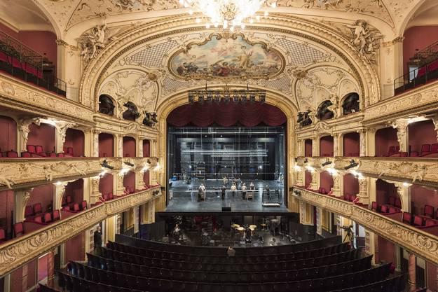 Opernhaus Zürich, Sicht auf Bühne