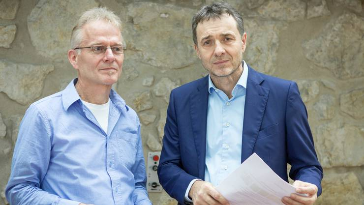 Projektleiter Theo Halter (links) und Guido Fluri, Initiant der Wiedergutmachungsinitiative, machten Halt in Aarau.