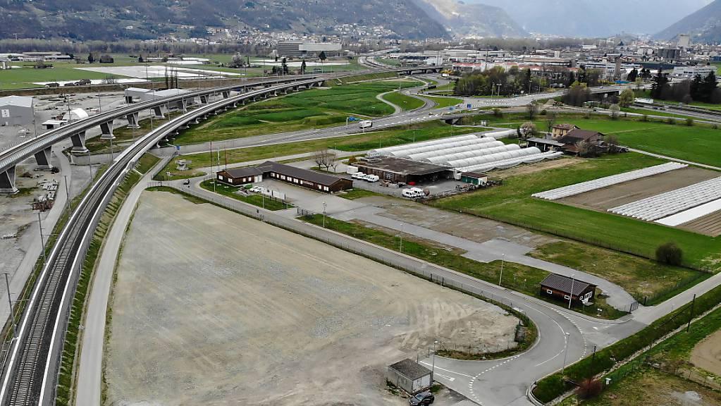 Aufgrund der Coronavirus-Krise kann der neue Fahrplan fürs Tessin erst im April 2021 umgesetzt werden. Im Bild: Die Baustelle des Monte Ceneri-Basistunnel bei Camorino.