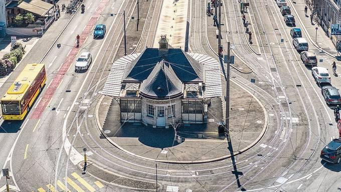 Die alte Traminsel beim Kiosk am Aeschenplatz soll wieder verwendet werden. Nach der Umgestaltung sollen die Tramlinien 3, 14 und 15 dort halten.