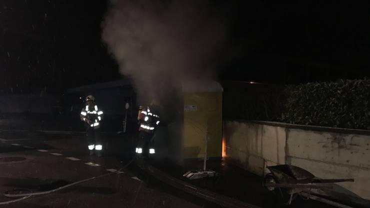 Das mobile Toilettenhäuschen wurde in Brand gesetzt.