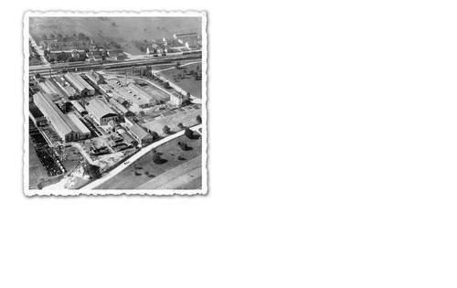 Diese Luftaufnahme muss vor 1935 entstanden sein, da im Vordergrund ein Schiffsrumpf zu erkennen ist.