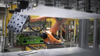 Automatisierte Fertigung von Teilen: Der Schweizer Autozulieferer Autoneum beliefert Hersteller weltweit mit Komponenten für den Schall- und Wärmeschutz in Fahrzeugen. (Symbolbild)
