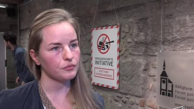 GSoA-Sekretärin Magdalena Küng argumentiert für die Kriegsgeschäfte-Initiative