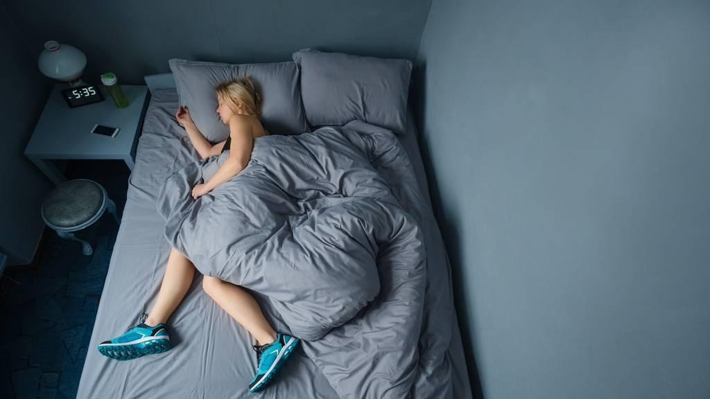 Abkürzung: gleich in den Sportschuhen zu Bett gehen.