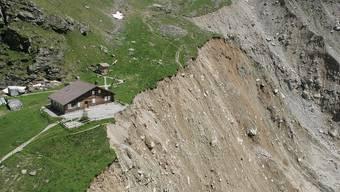 Weil sich der Grindelwaldgletscher zurückbildet, rutschte der Hang bei der Stieregghütte 2005 ab.