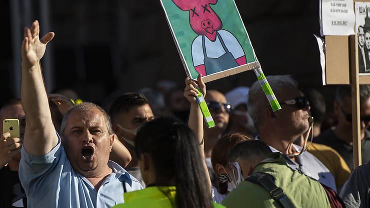 In Bulgarien haben am Sonntag erneut tausende Menschen den Rücktritt der Regierung wegen Korruption gefordert. Die Proteste wurden somit am elften Abend in Folge fortgesetzt. (Bild vom 10. Juli)