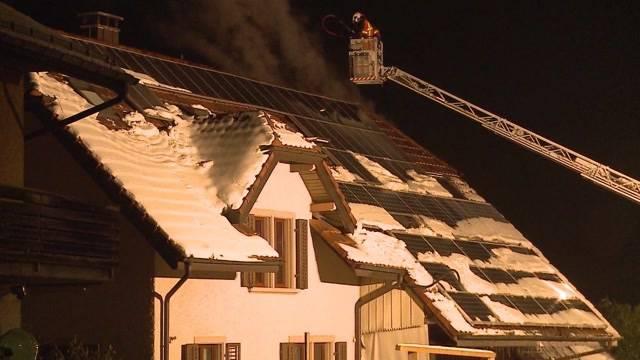 Dank dem Bellen ihres Hundes übersteht eine Familie den Brand ihres Hauses in Safenwil unverletzt. Tele M1 besuchte die gerettete Familie am Sonntag.