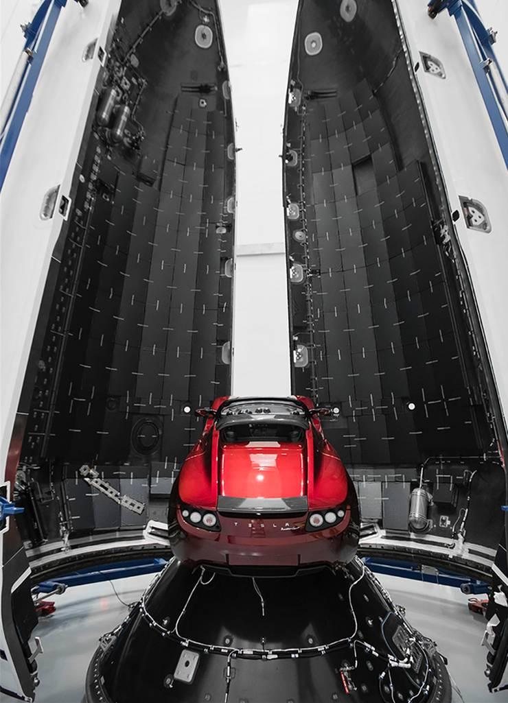Elon Musk will der «Falcon Heavy» einen Tesla Roadster, Baujahr 2008, Gewicht 1250 Kilogramm, mitgeben.
