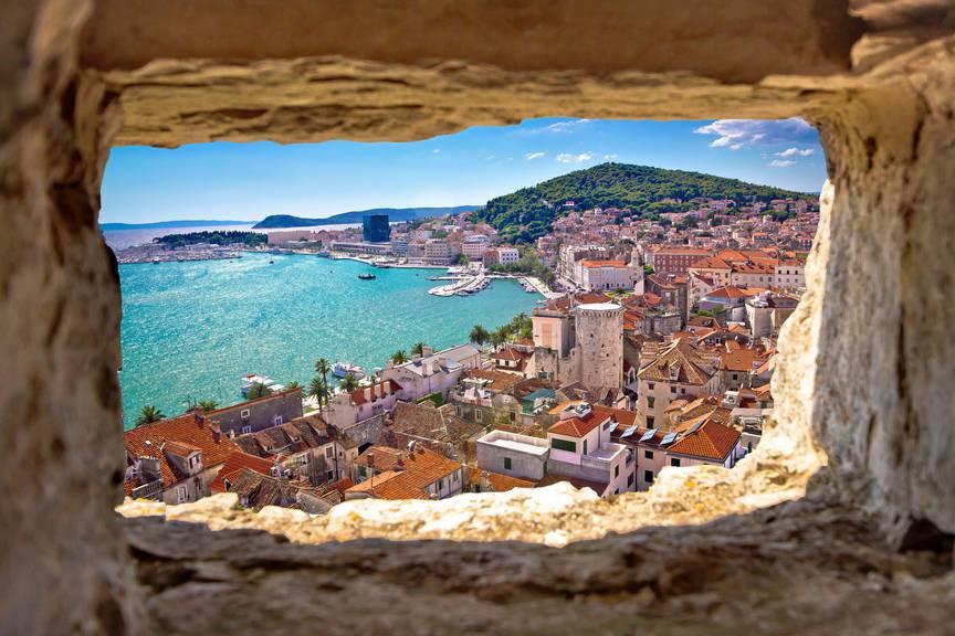 Die Stadt Split liegt direkt am Meer. (Bild: istock)