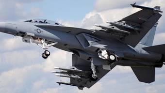 Ein Kampfjet des Typs F/A-18 Super Hornet bei einer Airshow. (Archivbild)