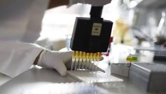 Alle Laboratorien im Kanton Zürich dürfen auf Sars-CoV-2 testen. (Archivbild)