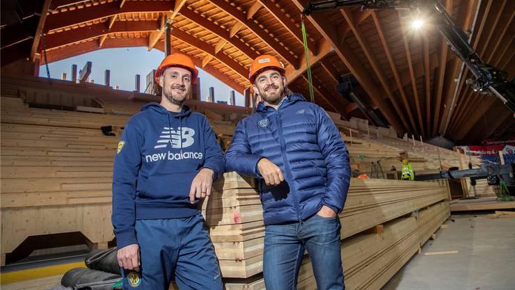 Trainer Christian Wohlwend (l.) und Sportchef Raeto Raffainer haben die Strukturen beim HCD umgebaut. (Bild: Sven Thomann/Freshfocus)
