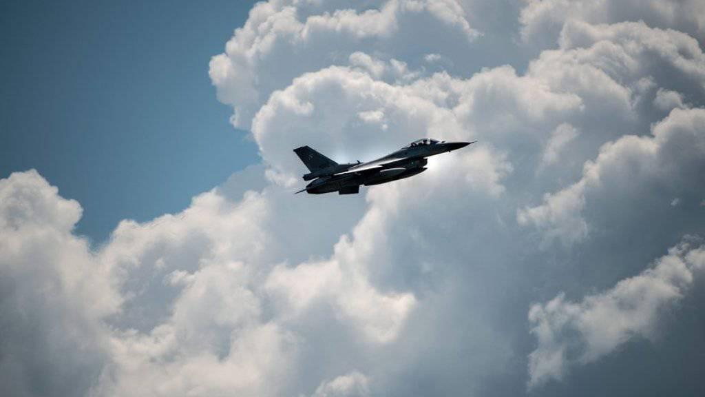 Ein polnisches Kampfflugzeug während einer NATO-Übung. Polen ist Mitglied der NATO. (Archiv)