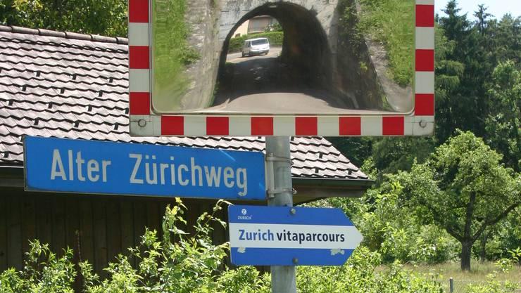 Gefährlich oder unbedenklich? Der Strassenabschnitt rund um den Durchgang unter den SBB-Gleisen gibt in der Schlieremer Politik zu reden.