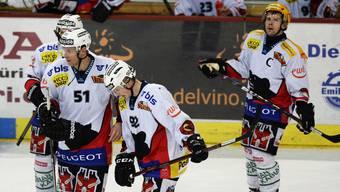 Geschlagen: Enttäuschte SCB-Spieler verlassen das Eis beim ZSC.