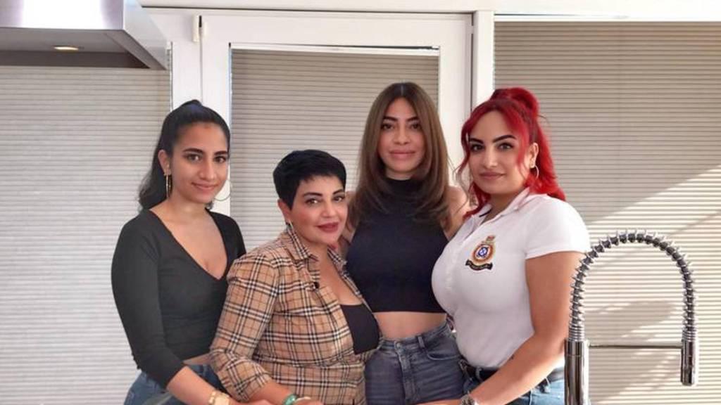 Madia Samadi und ihre Töchter