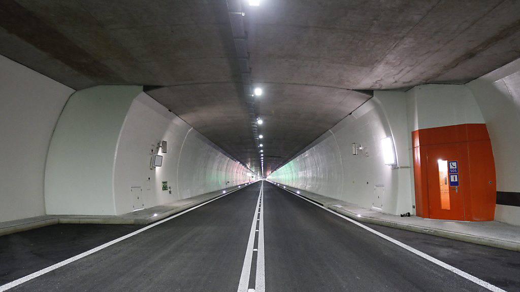 Der Motorradfahrer hat in Tunnels der A8 - hier der Umfahrungstunnel von Lungern - waghalsig überholt. (Archivaufnahme)