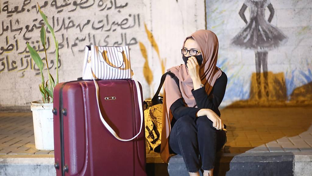 Kritik an Reisebeschränkungen für unverheiratete Frauen