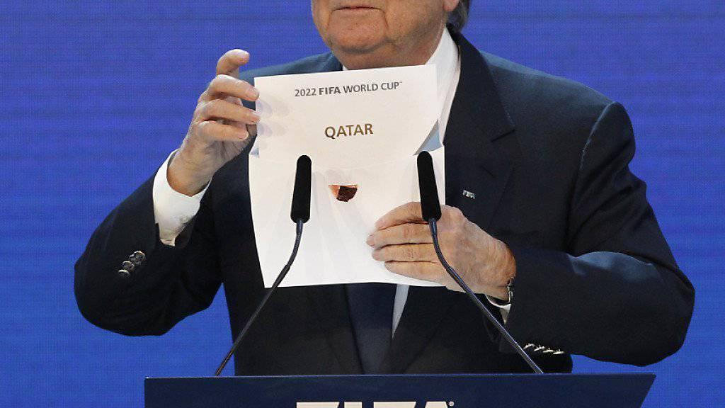Im Dezember 2010 vergab die FIFA mit dem damaligen Präsidenten Sepp Blatter die WM 2022 an Katar
