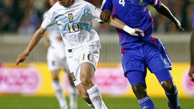 Patrick Vieira (rechts) 2007 während eines Matchs gegen Schottland