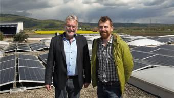 «Die Anlage in Veltheim wurde im Frühjahr 2016 in nur gerade drei Monaten auf 4000 Quadratmeter grossen Fabrikdach realisiert.» Claude Werder, Inhaber der Samuel Werder AG (links) und Investor Raphael Huber.