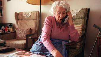 Sie gehen auf ältere Leute los, die den Unbekannten schnell Vertrauen schenken