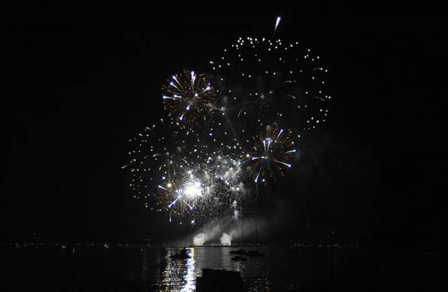 Das Feuerwerk Big Bang in Biel wurde zu Musik choreografiert und begeisterte Tausende am und auf dem See_19