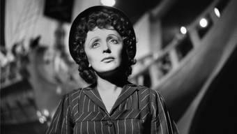 Auch im Erfolg blieb Edith Piaf das Kind aus der Unterschicht, das lernte, sich zu behaupten. Roger-Viollet/Ullstein
