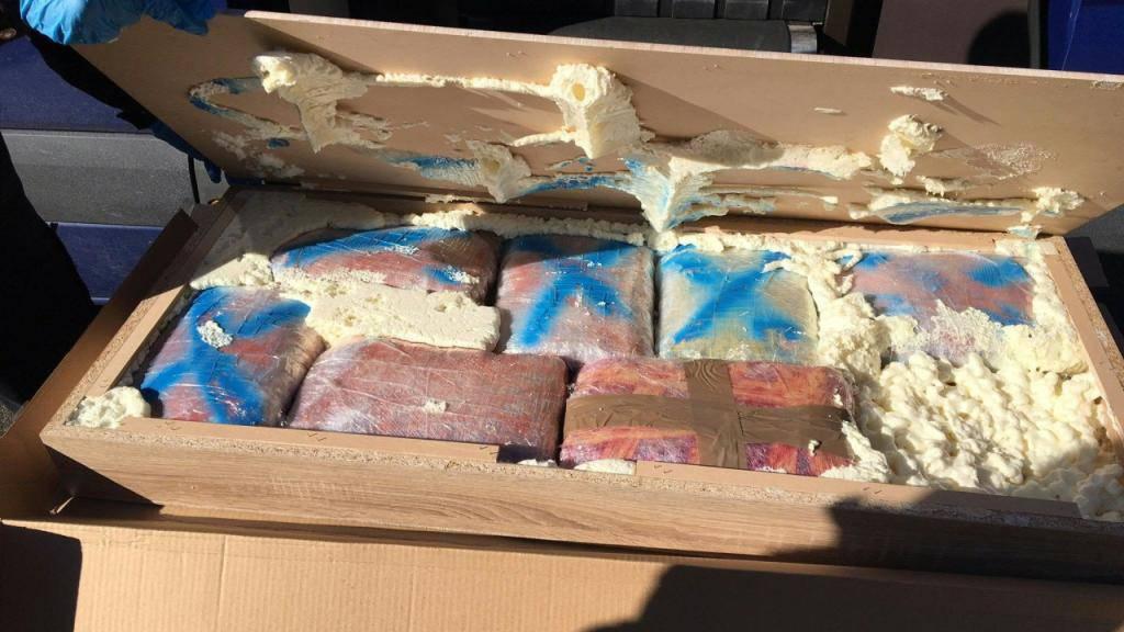 Die 335 Kilogramm Marihuana waren in Holzkisten im Anhänger eines Sattelschleppers mit Mazedonischen Kontrollschildern versteckt.