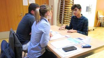 Schüler der dritten Sekundarklasse Luberzen erhalten die Chance, sich Firmen innert wenigen Minuten vorzustellen