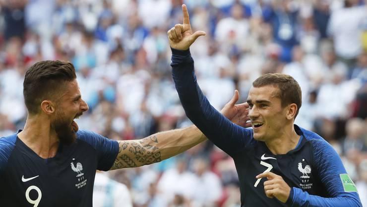 Antoine Griezmann feiert mit Giroud