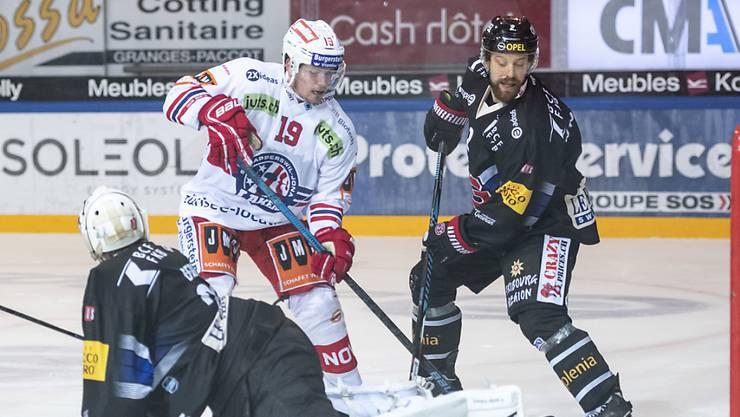 Dion Knelsen (Mitte) stürmt ab der kommenden Saison für den EHC Olten.