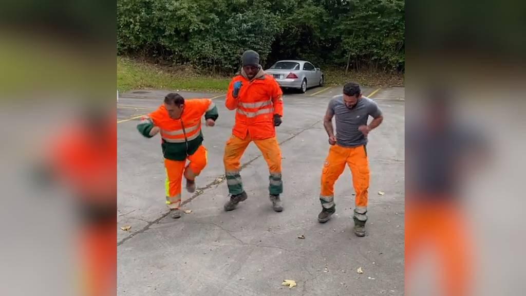 Sie tanzen, lachen und singen: Diese Schweizer Bauarbeiter gehen viral